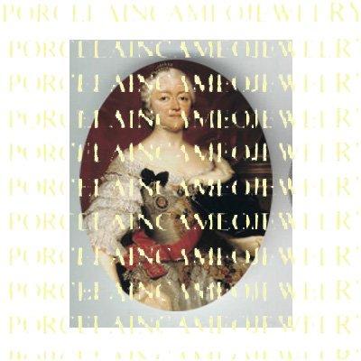 VICTORIAN ROYAL PRINCESS WHITE DRESS UNSET PORCELAIN CAMEO CAB
