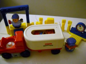 Fisher Price Mattel Little People Walmart Big Rig Play Set 2005 (HC29)