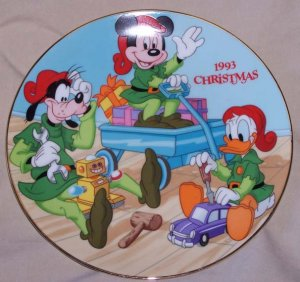"""1993 Mickey, Goofy and Donald Duck """"Santa Workshop"""" Plate"""