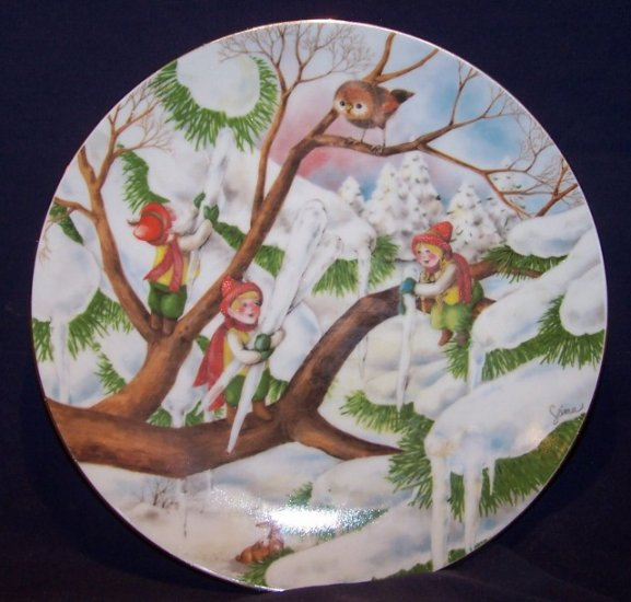 "THE LITTLE PEOPLE ""DECORATING THE TREE"" WOODMERE PLATE"