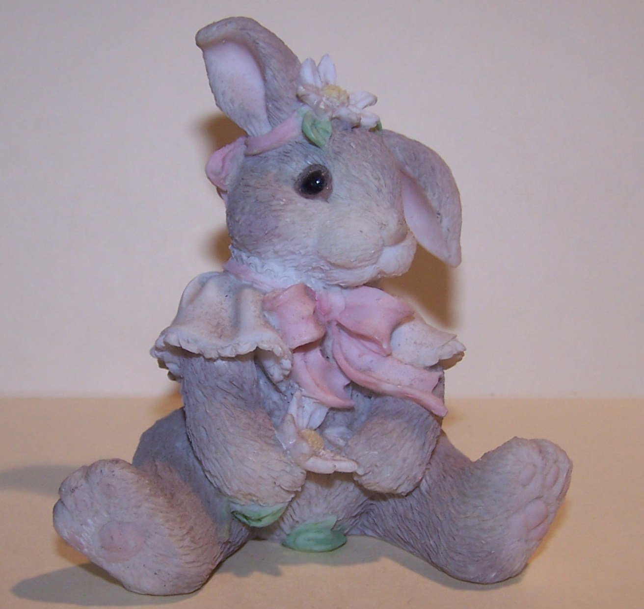 """ENESCO BUNNY """"LOVES ME LOVES ME NOT"""" DATED 1995 -Great for Easter"""