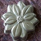 Wilton Cake Pan Mold Christmas Poinsettia Holiday Flower #2105-3312 1997