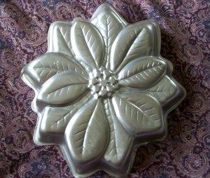 Wilton Cake Pan Mold Christmas Poinsettia Holiday Flower #2105-3312 1997
