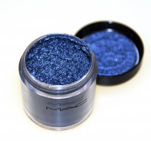 bell-bottom blue pigment