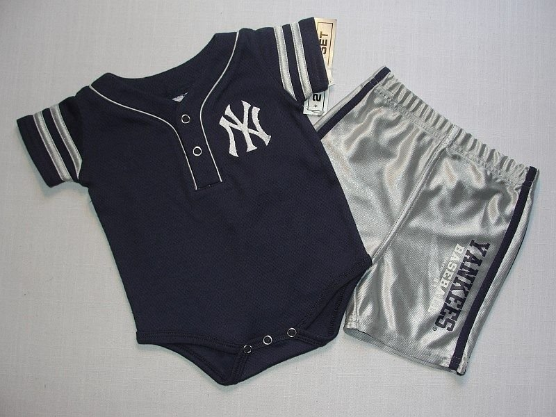 GENUINE MERCHANDISE Boy's 3-6 Months N. Y. YANKEES Shorts Set, Outfit