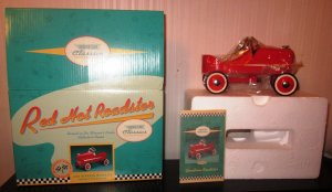 Hallmark Kiddie Car Classics 1940 Gendron Red Hot Roadster QHG9037