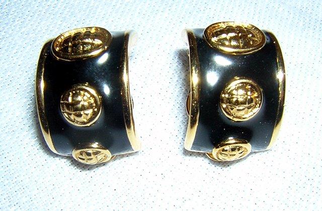 Gold tone & black enamel classic huggies clip earrings vintage jewelry ll2031