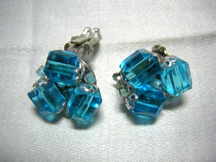 Faceted barrel bead clip earrings turquoise hue vintage jewelry ll2027