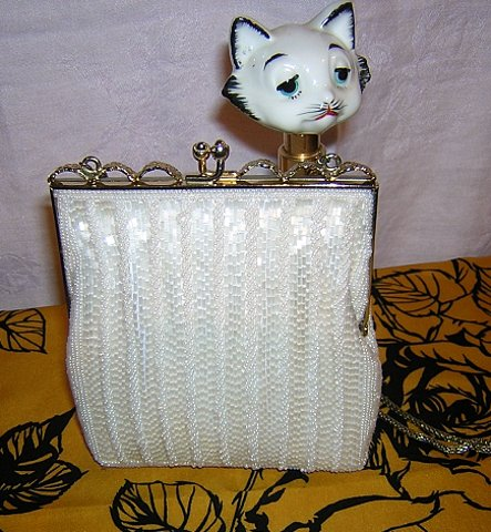 White bugle bead evening bag Artel Montreal flapper style excellent vintage ll1542