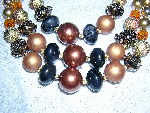 3 Strand miixed plastic bead  necklace champagne copper vintage jewelry ll2046