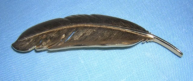 Brushed gold plate feather or quill pin D'Orlan mint condition ll1978