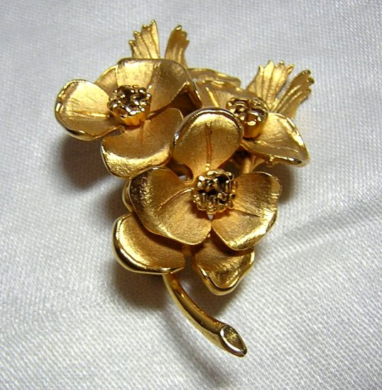 Corocraft goldtone dogwood brooch pin as new vintage ll1973