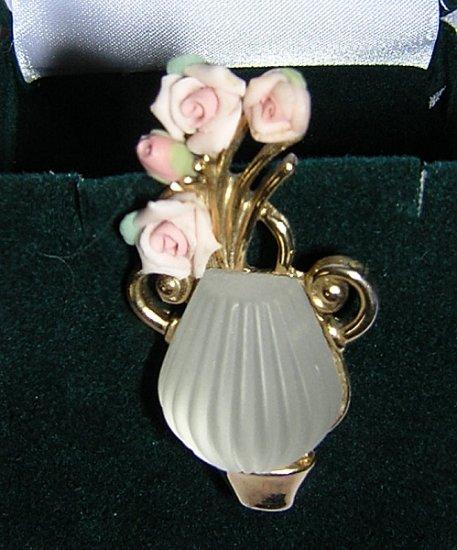 TV stone vase w pink bisque roses brooch pin vintage ll1971