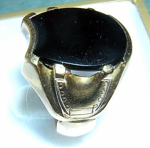 Man's ring 10K gold black onyx horseshoe motif 5 grams vintage jewelry ll2075