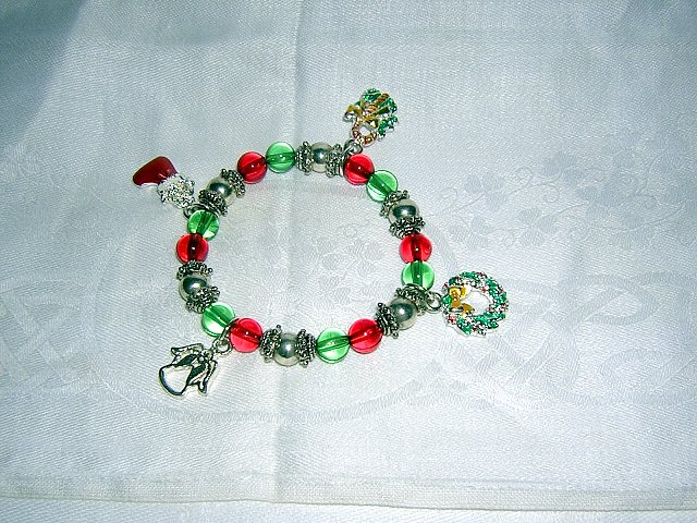 Stretch bead bracelet with 4 Christmas charms for girl or small wrist ll2002