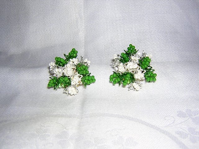 Tiny bead Christmas earrings sprigs of holly mistletoe clip back ll1998