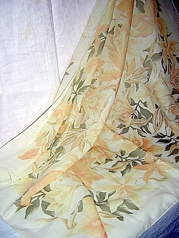 Gap large cotton scarf pale orchids lovely and soft preowned ll1074