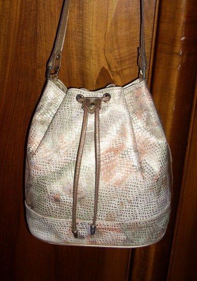 Metalic printed leather drawstring shoulder bag High Fashion unused vintage ll1011