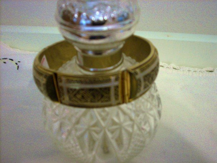 Enamel on gold plate hinged bangle bracelet similar to Damasquinado vintage ll1020