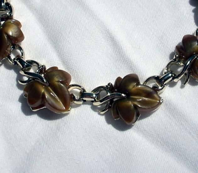 Vintage link bracelet autumn leaves gold tone thermoset plastic mint condition ll1073