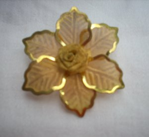 Gossamer gold tone mesh brooch rose amid leaves mid century vintage pin ll1103