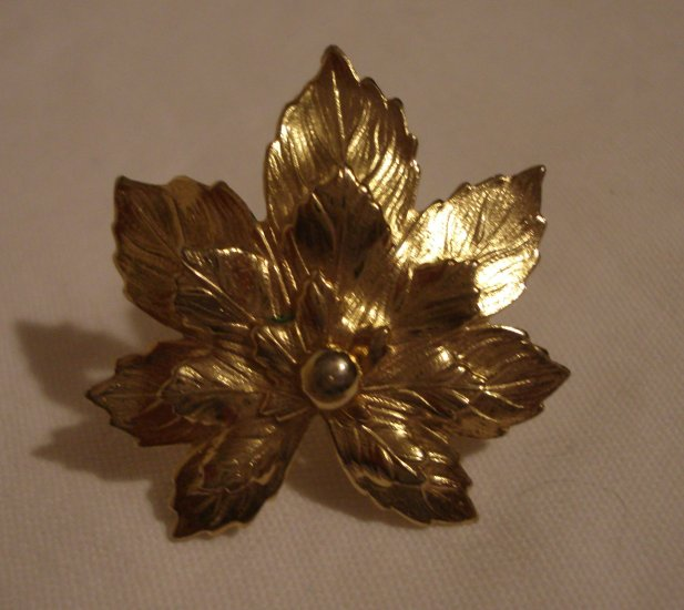 Golden poinsettia earrings clips SAC pretty for Christmas ll1324