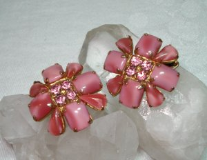 Dusty rose glass and rhinestone earrings clips vintage jewelry ll1352