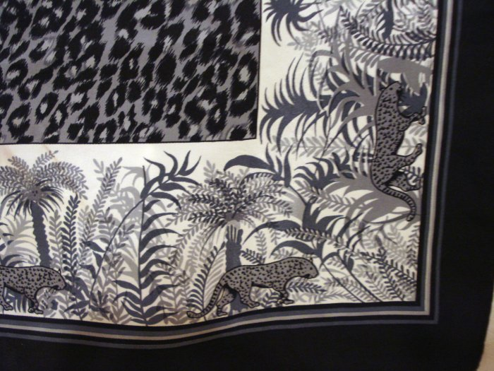Animal print silky square scarf leopards tropical foliage rolled hem perfect vintage ll1412