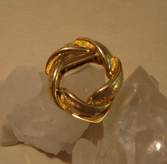 Twisted gold tone scarf clip brushed and satin finished vintage jewelry ll1480