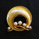 Lisner brushed gold pearl pin brooch sun hat perfect vintage costume jewelry ll2127