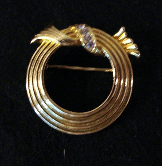 Avon ribbed circle pin gold tone with rhinestone detail perfect ll2291