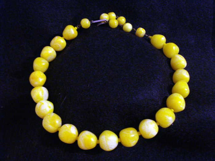 Hand knotted choker necklace vintage yellow plastic beads extender ll2313