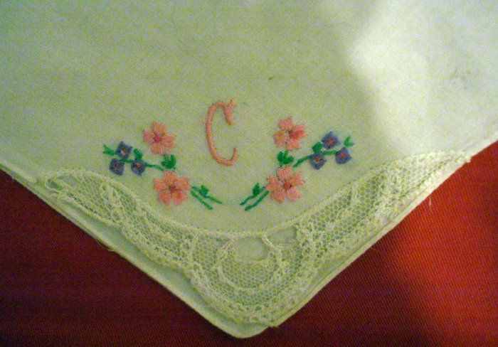 Embroidery and net lace cotton hanky monogram C vintage ll2381