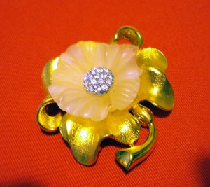 Ivana elegant floral pin brooch pendant option gold plate Swarovski crystals costume jewelry ll2509