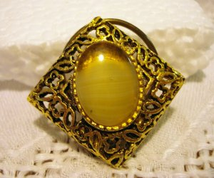 Gold tone filigree scarf or dress clip oval onyx center vintage costume jewelry ll2532
