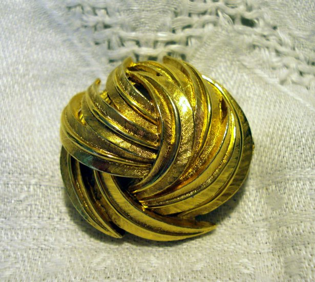 D'Orlan brushed gold tone scarf clip swirled feathers signed excellent vintage jewelry ll2558