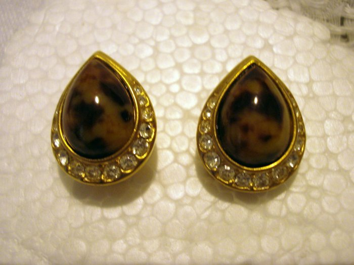 Tortoise agate teardrop clip earrings gold tone rhinestone frames excellent  ll2574