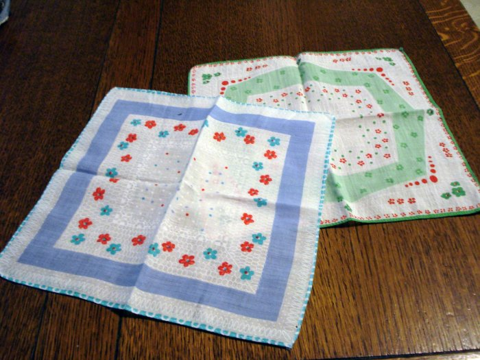 Lot of 2 printed cotton hankies blue and green motifs vintage ll2654