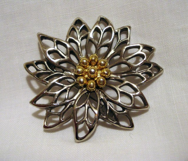 Two tone flower pin brooch silver gold tone lacy petals poinsettia excellent vintage ll2722