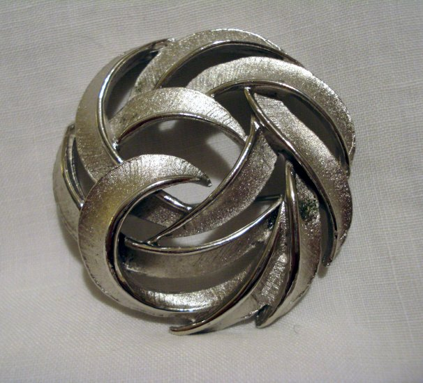 Swirled two textured silvertone pin brooch sophisticated vintage ll2733