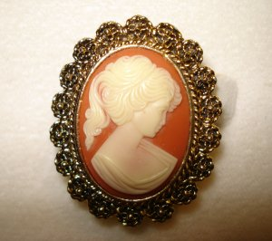 Cameo in ornate gold plate frame scarf clip as new vintage ll2858