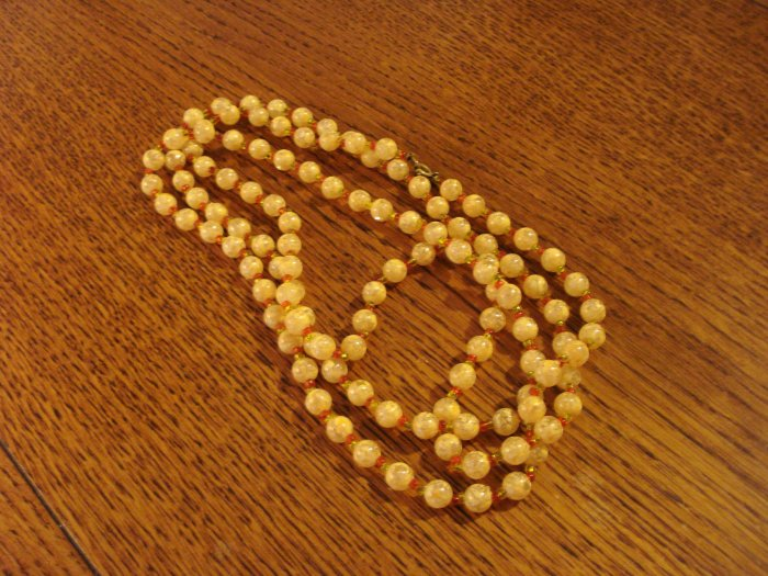 54 Inch plastic bead rope necklace with clasp marbled cream vintage ll2921