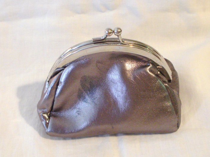 Avon Pink Ribbon change purse silver bronze pink  rhinestones excellent pre-owned ll2926