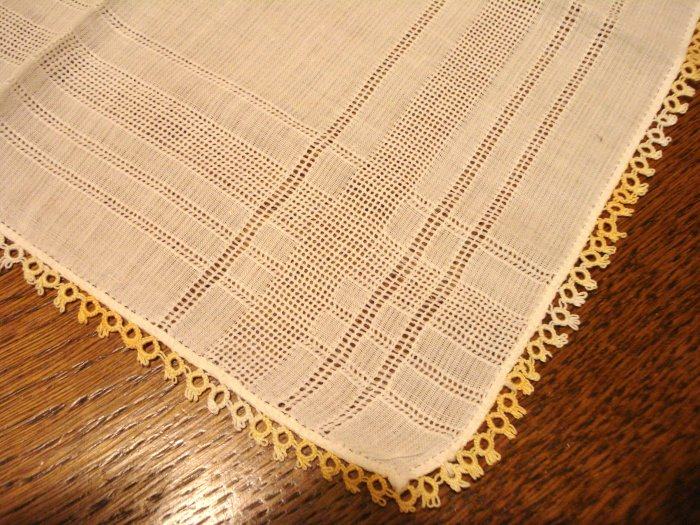White cotton hanky extensive threadwork tatted edging vintage ll3049