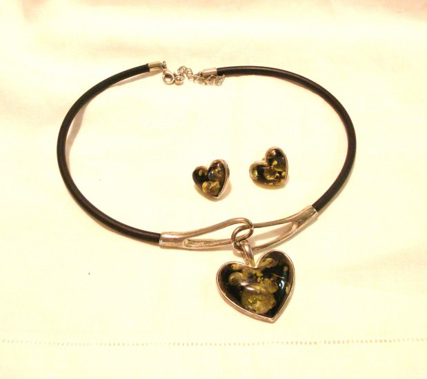 Green amber heart pendant pierced earrings set rubber cord vintage ll3081