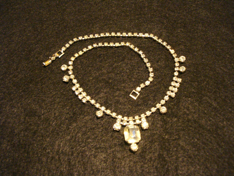 Coro rhinestone necklace silvertone setting emerald cut center stone excellent vintage ll3135
