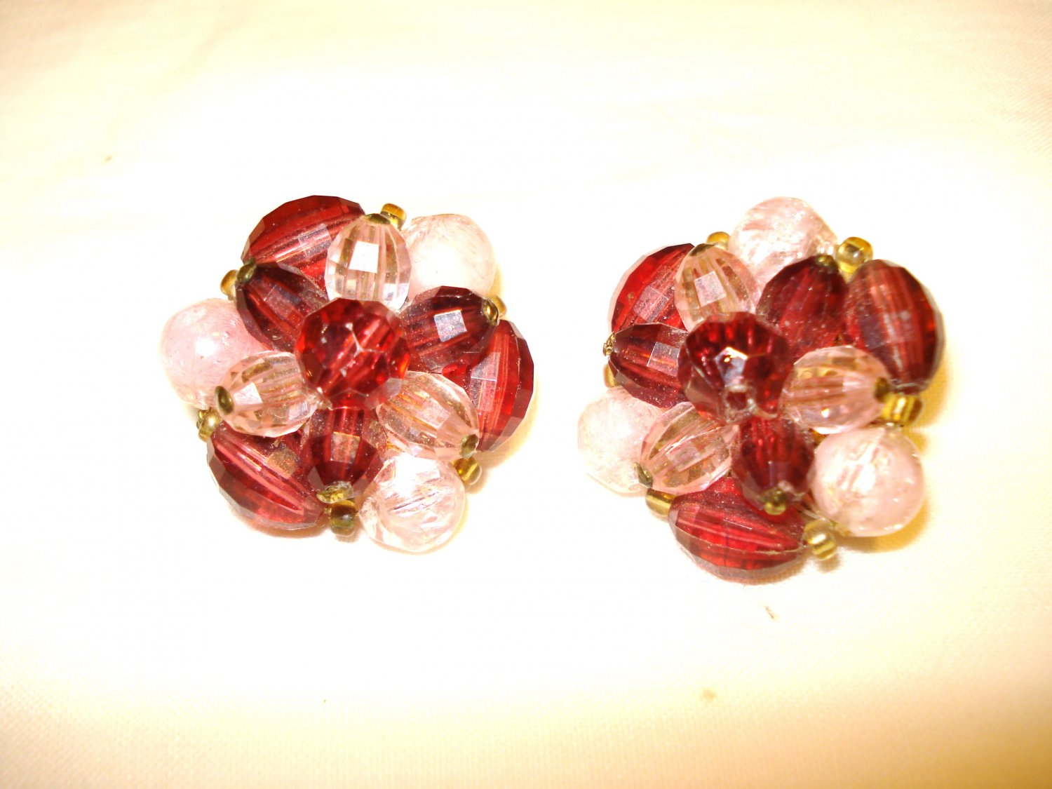 Mixed bead cluster clip earrings pink to plum vintage ll3166