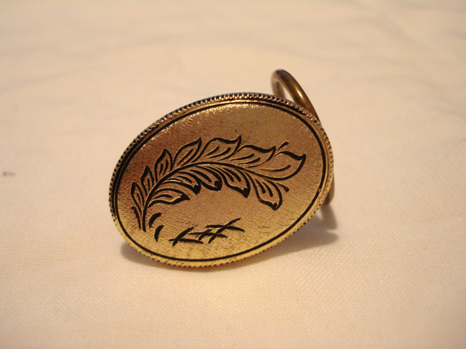 Etched Florentine oval scarf clip vintage West Germany ll3205