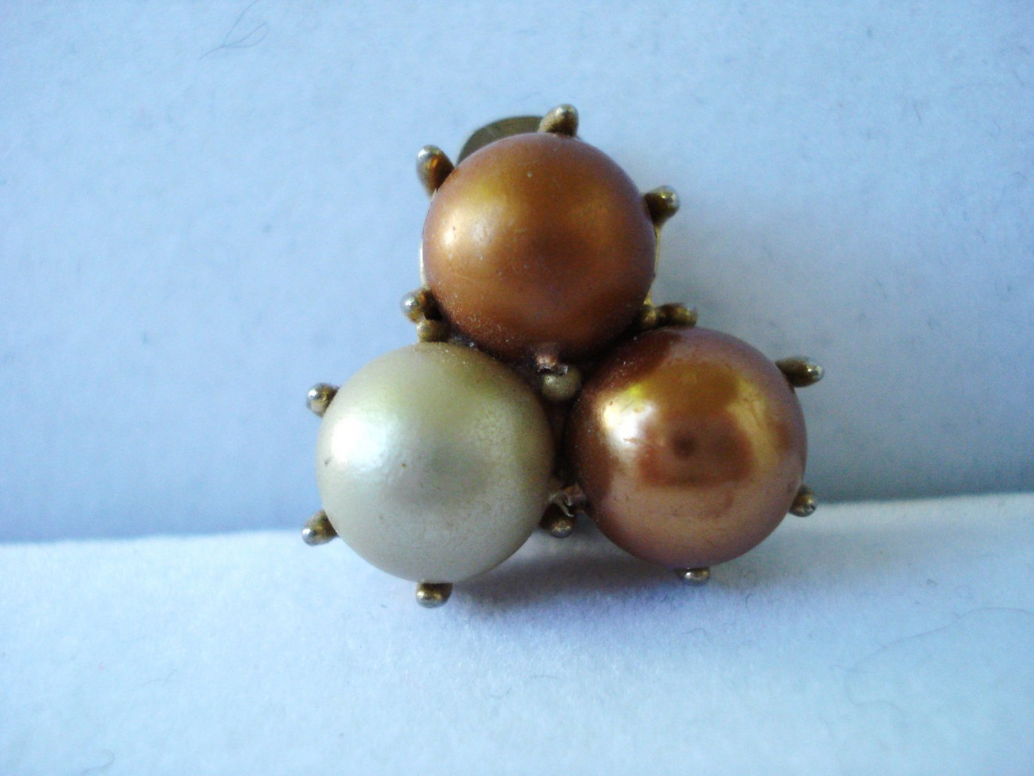 Richlieu 3 Pearl cluster fashion earrings cream copper clip back  vintage ll3207