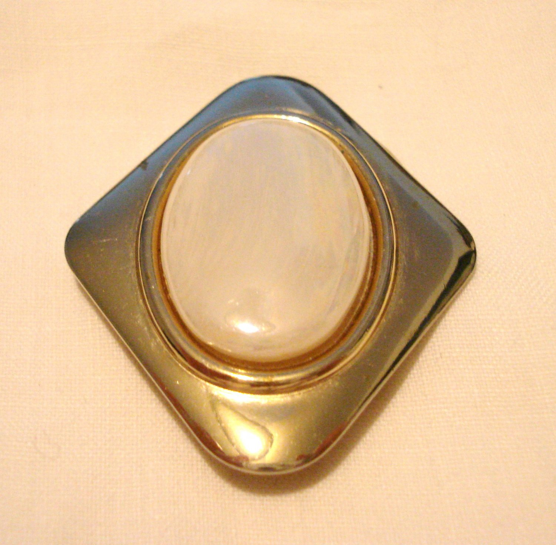 Jeri Lou scarf clip gold tone oval opalescent cabochon vintage ll3208